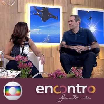 O médico Rodrigo é paraplégico, mas isso não o impediu de realizar um sonho e saltar de paraquedas